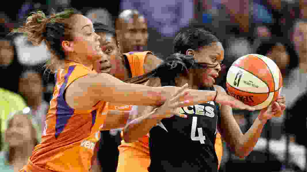 Former Utah Ute Leilani Mitchell leads Phoenix Mercury to victory over L.A. Sparks
