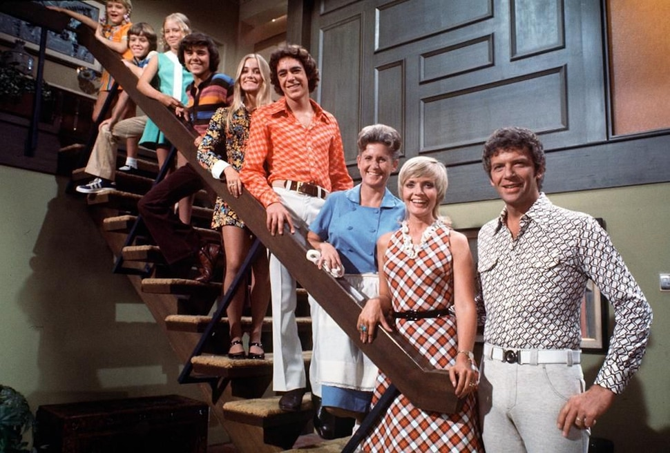 """(Photo courtesy Paramount/ABC) Susan Olsen (as Cindy), Mike Lookinland (Bobby), Eve Plumb (Jan), Christopher Knight (Peter), Maureen McCormick (Marcia), Barry Williams (Greg), Ann B. Davis (Alice), Florence Henderson (Carol) and Robert Reed (Mike) on the set of """"The Brady Bunch."""""""