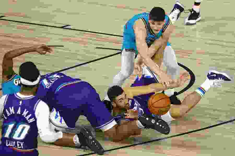 Joe Ingles breaks out as Utah Jazz knock off Memphis Grizzlies