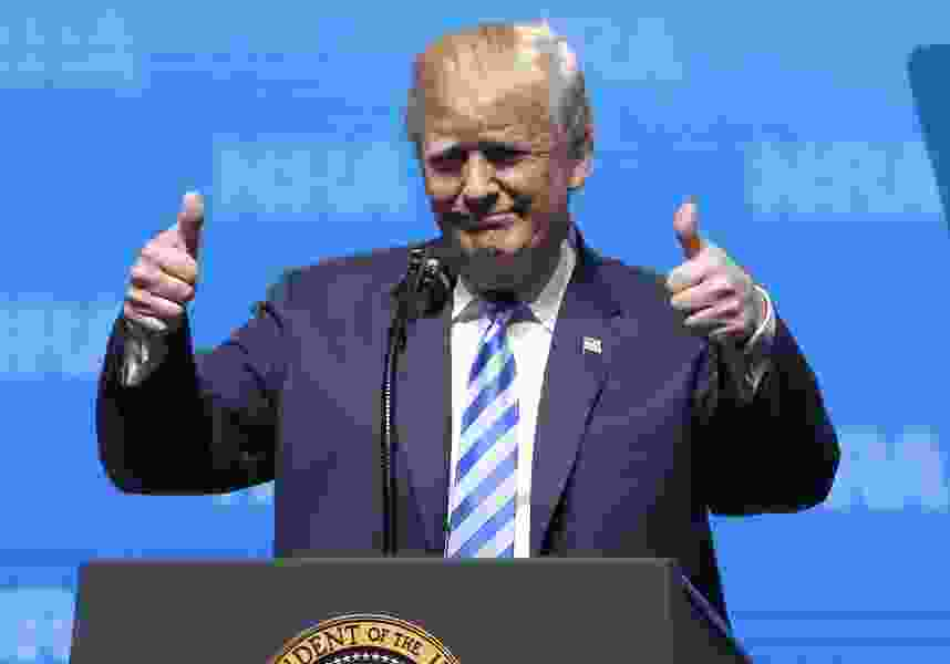 Trump salutes 2nd Amendment, urges NRA members to vote GOP