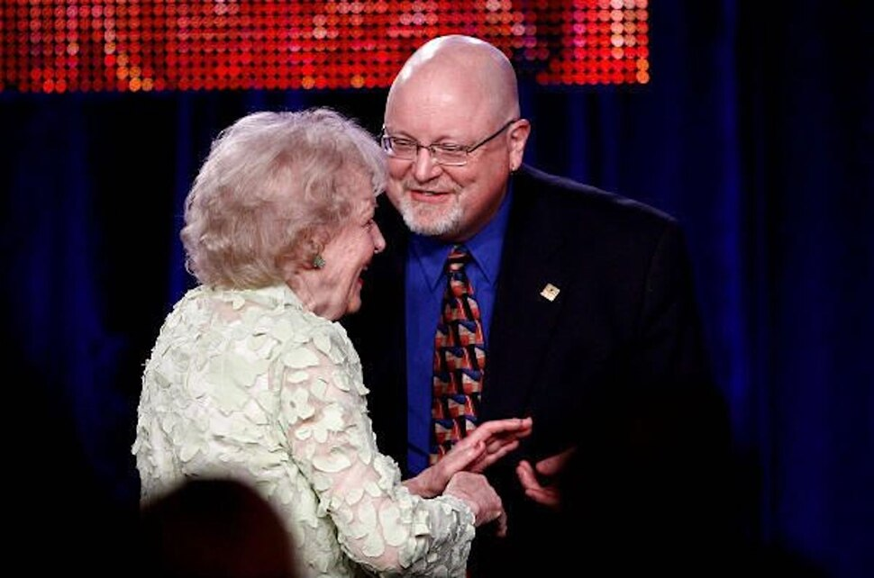 (File photo courtesy of Getty Images) Scott D. Pierce presented Betty White with the TCA's Career Achievement Award in 2009.