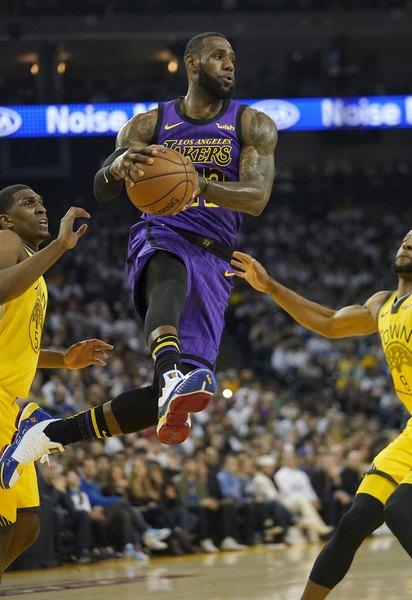 e36b0536e58 Lakers trounce Warriors, 127-101, despite losing LeBron James to groin  injury