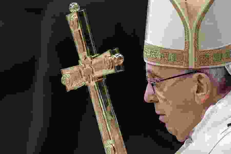 Pope Francis on Epiphany: Don't make money, career your whole life