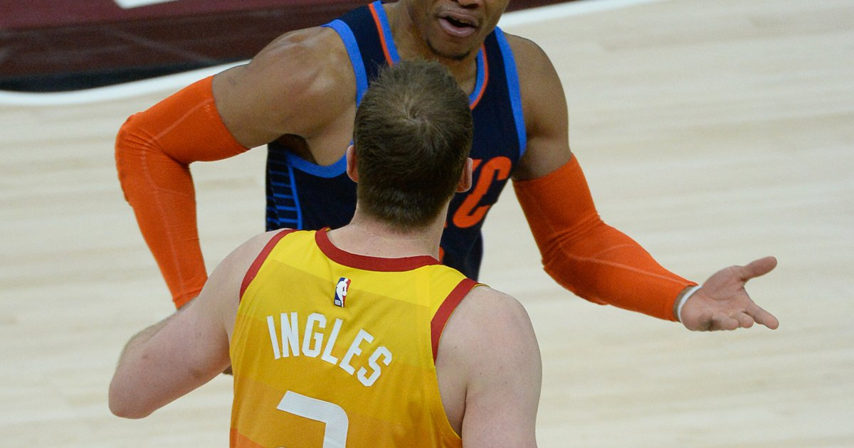 best service 6f9cc 90115 Joe Ingles turning heads with his mouth on the court ...