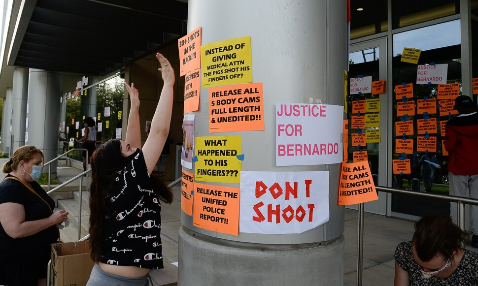 (Francisco Kjolseth | The Salt Lake Tribune) A group of about twenty people again showed up at the Salt Lake County District AttorneyÕs Office on Sunday, June 21, 2020, as part of their vow to come out every day until officials release the investigation into Bernardo Palacios-CarbajalÕs death by police. They hung protest signs on the building's windows.