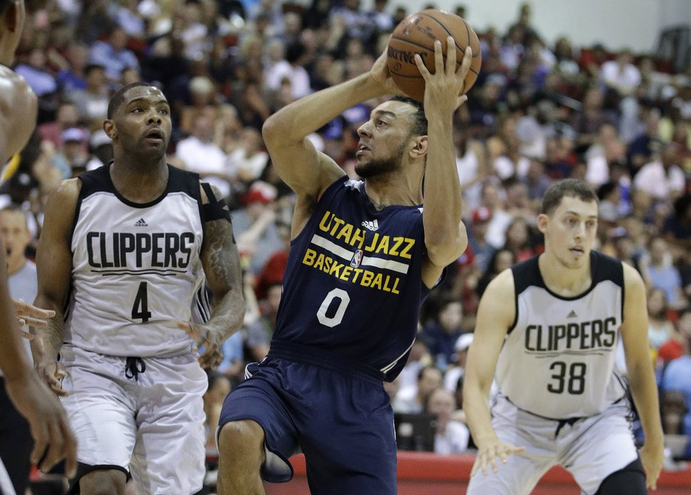 Utah Jazz's Nigel Williams-Goss drives around Los Angeles Clippers' Sindarius Thornwell, left, during the first half of an NBA summer league basketball game, Sunday, July 9, 2017, in Las Vegas. (AP Photo/John Locher)