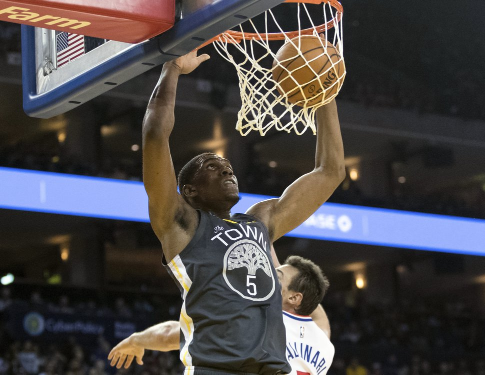 Golden State Warriors forward Kevon Looney (5) dunks the ball against the Los Angeles Clippers in the third quarter of an NBA basketball game, Sunday, Dec. 23, 2018, in Oakland, Calif. (AP Photo/John Hefti)