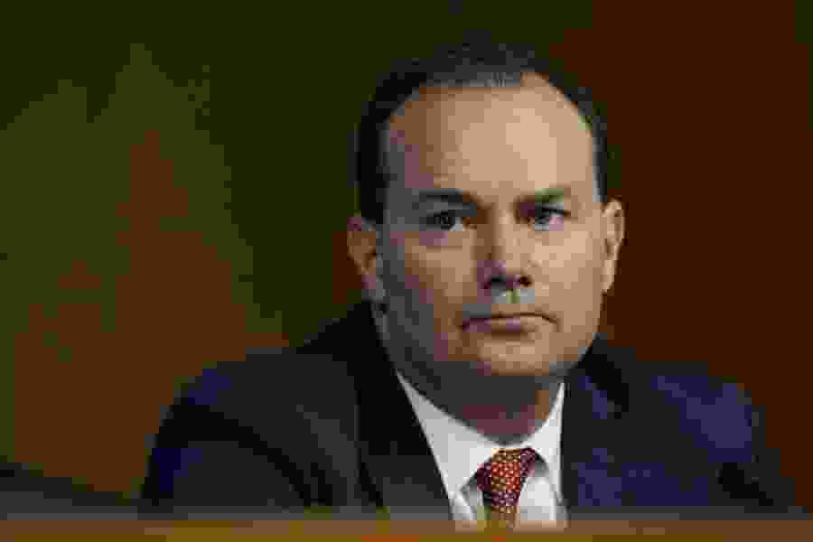 Sen. Mike Lee asks Amy Coney Barrett few questions; gives long speeches instead