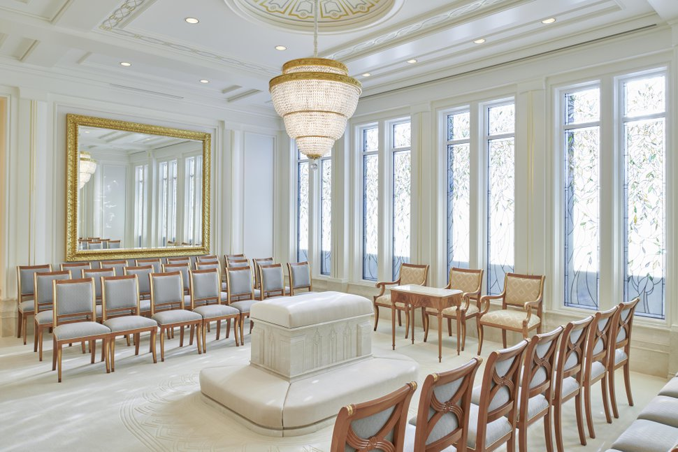 (Photo courtesy of The Church of Jesus Christ of Latter-day Saints) A sealing room in the Rome Italy Temple