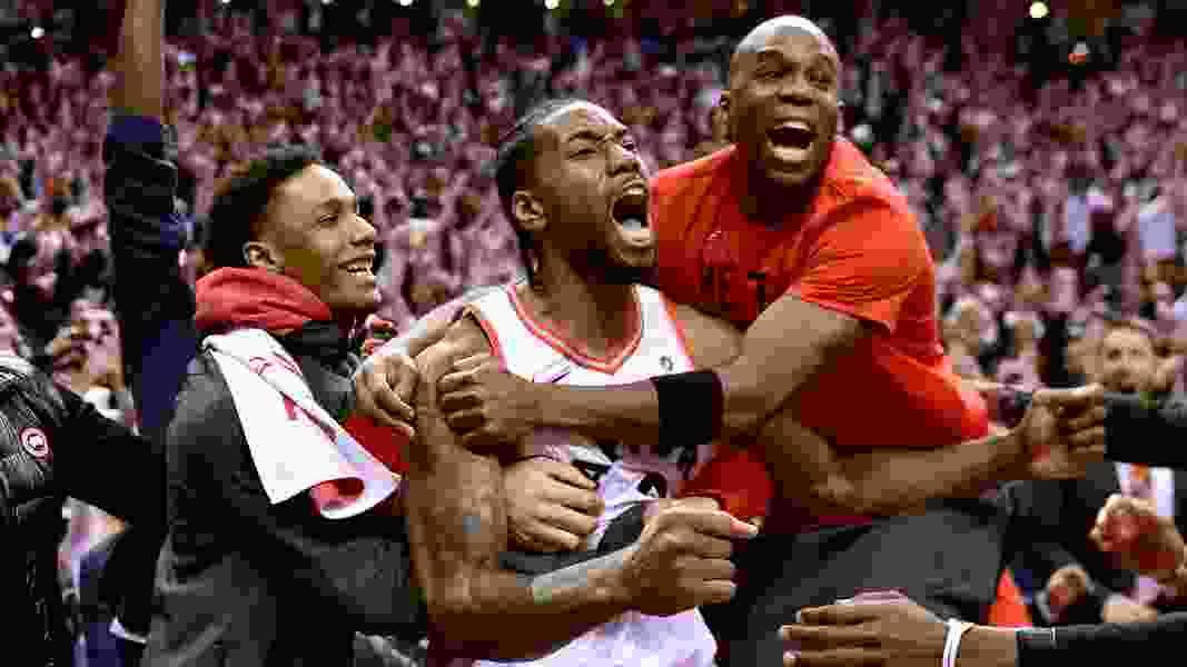Kawhi Leonard hits bouncer at buzzer, Raptors beat 76ers in Game 7