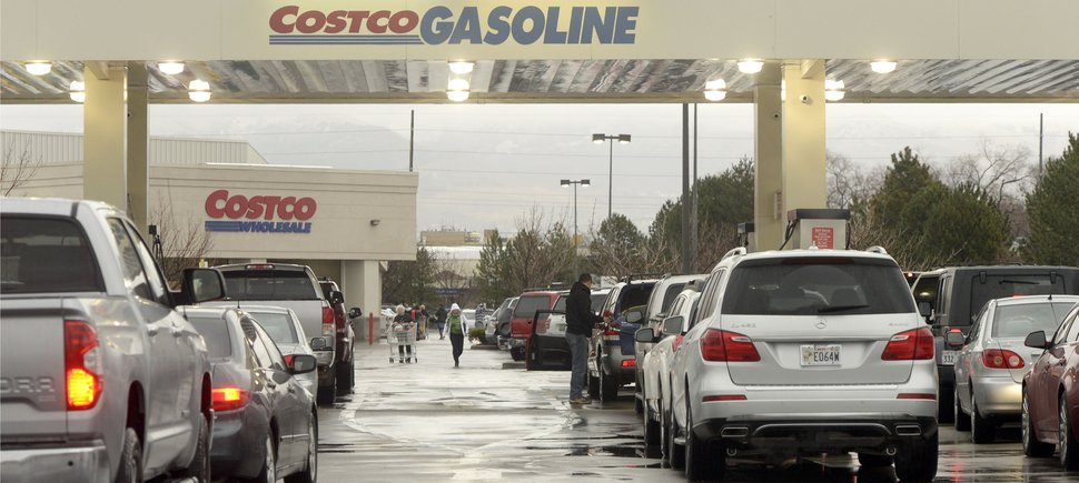 (Al Hartmann | Tribune file photo) Drivers line up for gas at Costco in Salt Lake City on Dec. 22, 2018.