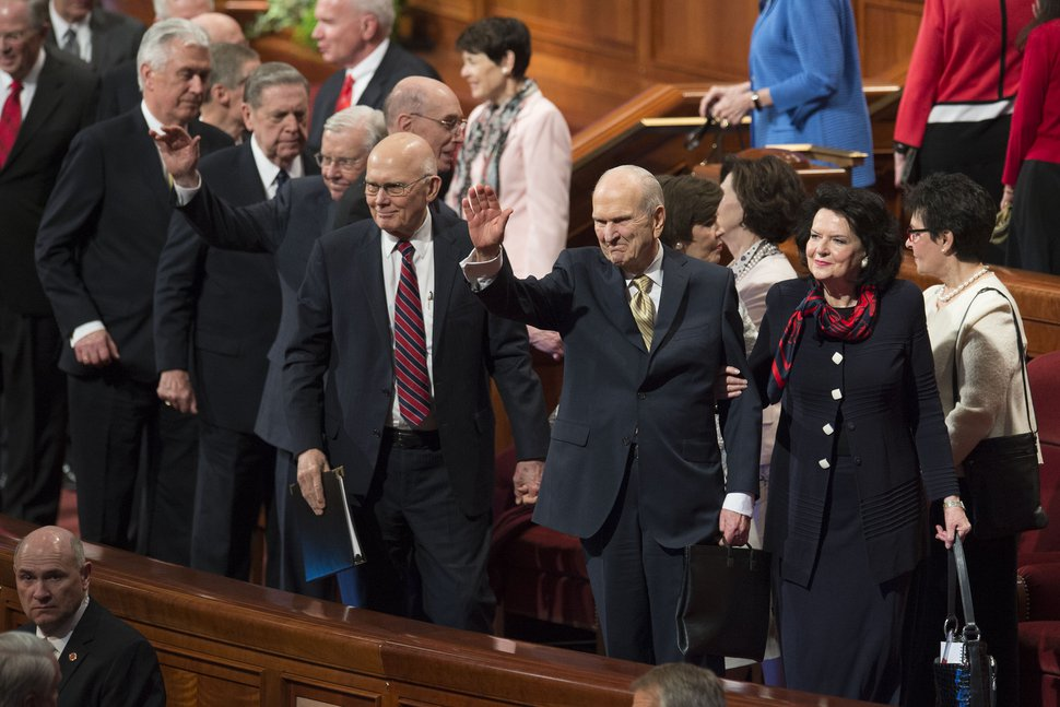 (Jeremy Harmon | The Salt Lake Tribune) President Russell M. Nelson waves to the crowd at the end of the Sunday afternoon session of General Conference on April 1, 2018.