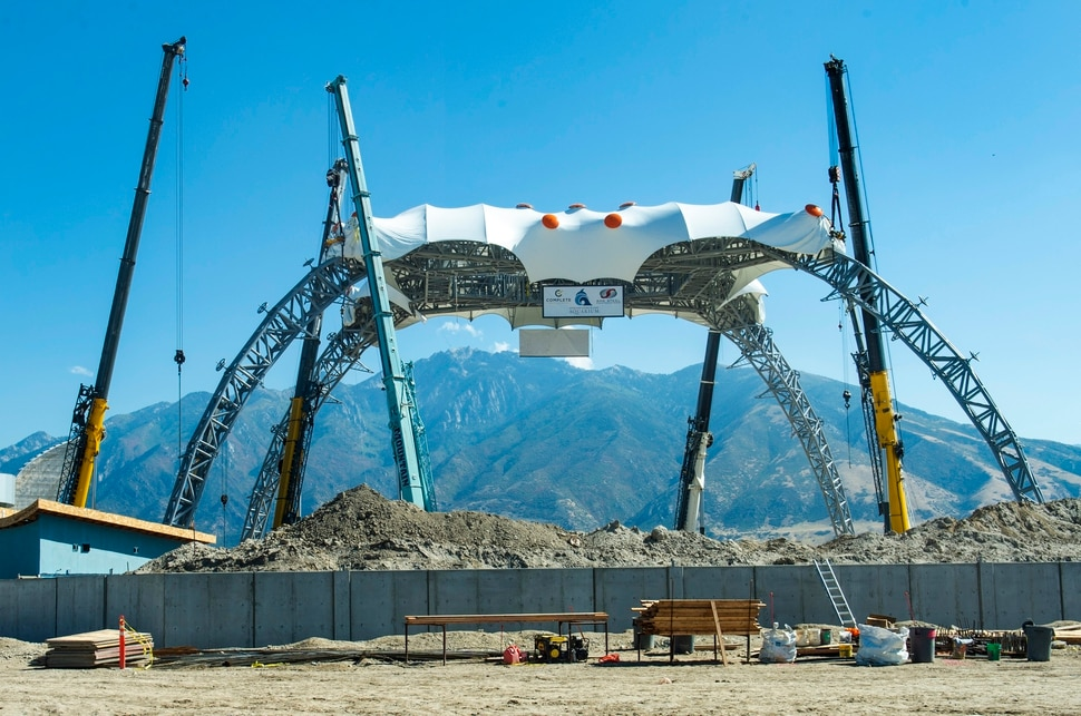 "(Rick Egan | The Salt Lake Tribune) Crews lift ""The Claw"", a 165-foot-tall, 190-ton stage component that rock band U2 used on its 360° Tour, into place, at the Loveland Living Planet Aquarium in Draper, Tuesday, Oct. 1, 2019."