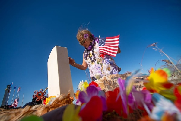 (Trent Nelson | The Salt Lake Tribune) Descendants of the Hawaiians who settled the desert town of Iosepa took time during their Memorial Day gathering to clean the graves of their ancestors, Saturday, May 26, 2018. Deborah Hoopiiaina decorates the grave of her uncle, Conie Hoopiiaina.