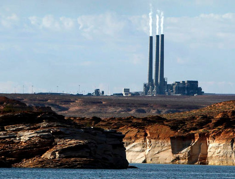 Firm narrows potential buyers for Arizona coal-fired plant