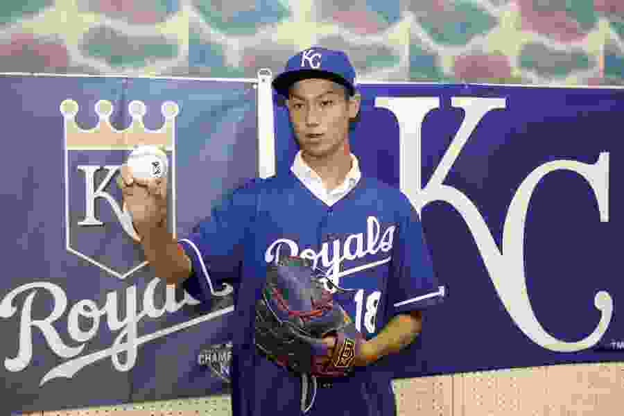 Kansas City Royals sign 16-year-old Japanese pitcher