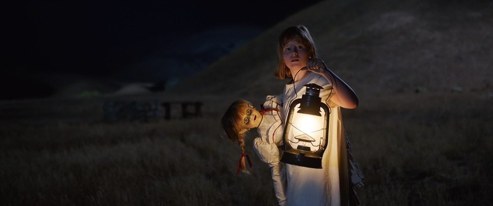 ( ! Warner Bros. Pictures) Linda (Lulu Wilson) tries to dispose of the demonic doll in
