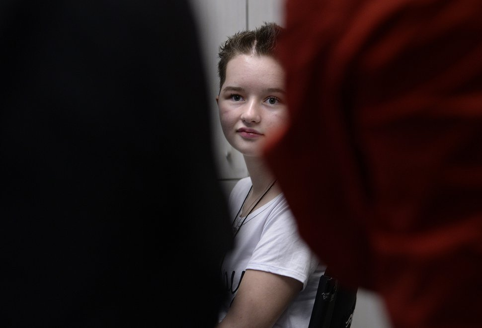 Scott Sommerdorf | The Salt Lake Tribune Deserae Turner takes a last peek at the media gathered in a small conference room to see her as she leaves a press conference at Primary ChildrenÕs Hospital, Thursday, April 20, 2017.