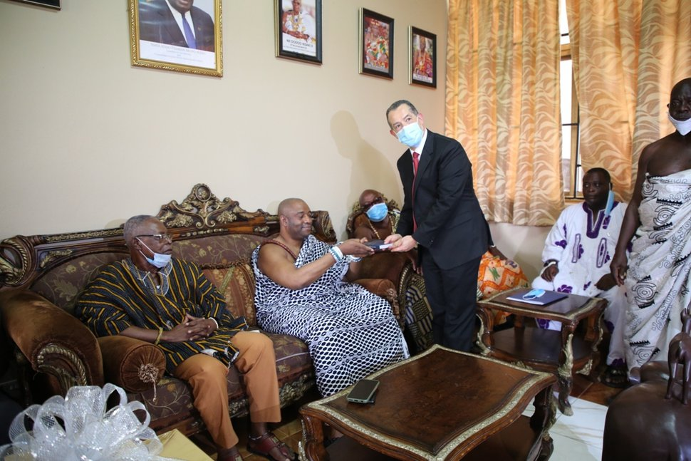 (Photo courtesy of The Church of Jesus Christ of Latter-day Saints) Elder Hugo E. Martinez, second counselor, Africa West Area Presidency of The Church of Jesus Christ of Latter-day Saints, presents a copy of the Book of Mormon to His Royal Majesty, King Dr. Tackie Teiko Tsuru-II, new Ga Mantse of the Ga State, Ghana.
