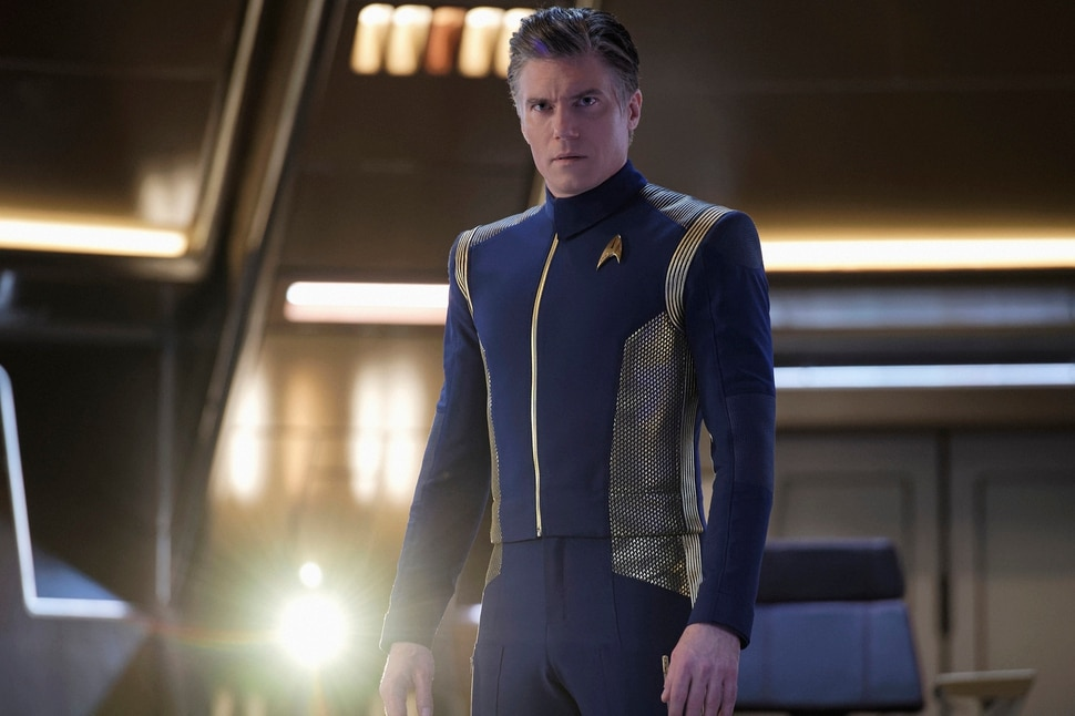 "(Photo courtesy Ben Mark Holzberg/CBS) Captain Christopher Pike (Anson Mount) on the bridge of the U.S.S. Discovery on ""Star Trek: Discovery."""