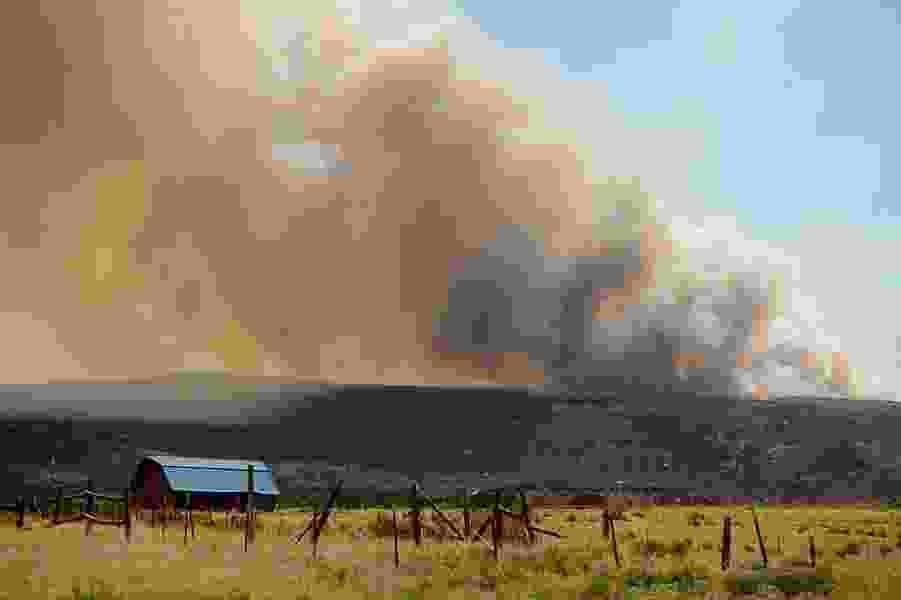 Fruitland ordered to evacuate as Dollar Ridge wildfire spreads in eastern Utah