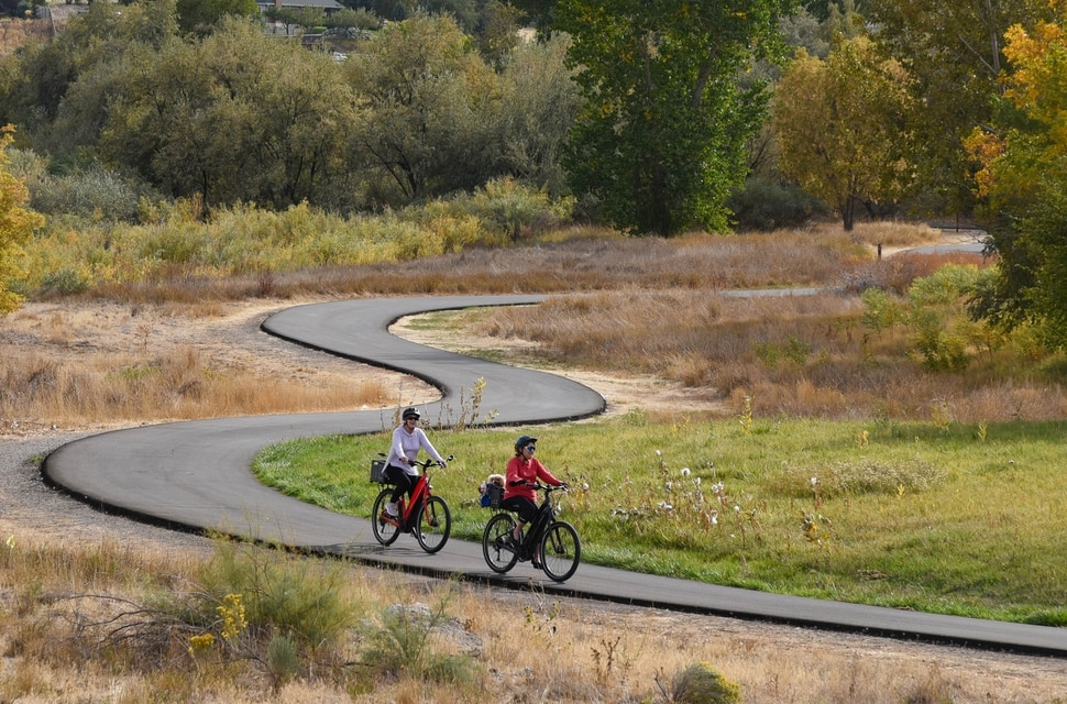 (Francisco Kjolseth | The Salt Lake Tribune) People recreate on the Jordan River Parkway in South Jordan on Friday, Oct. 2, 2020.
