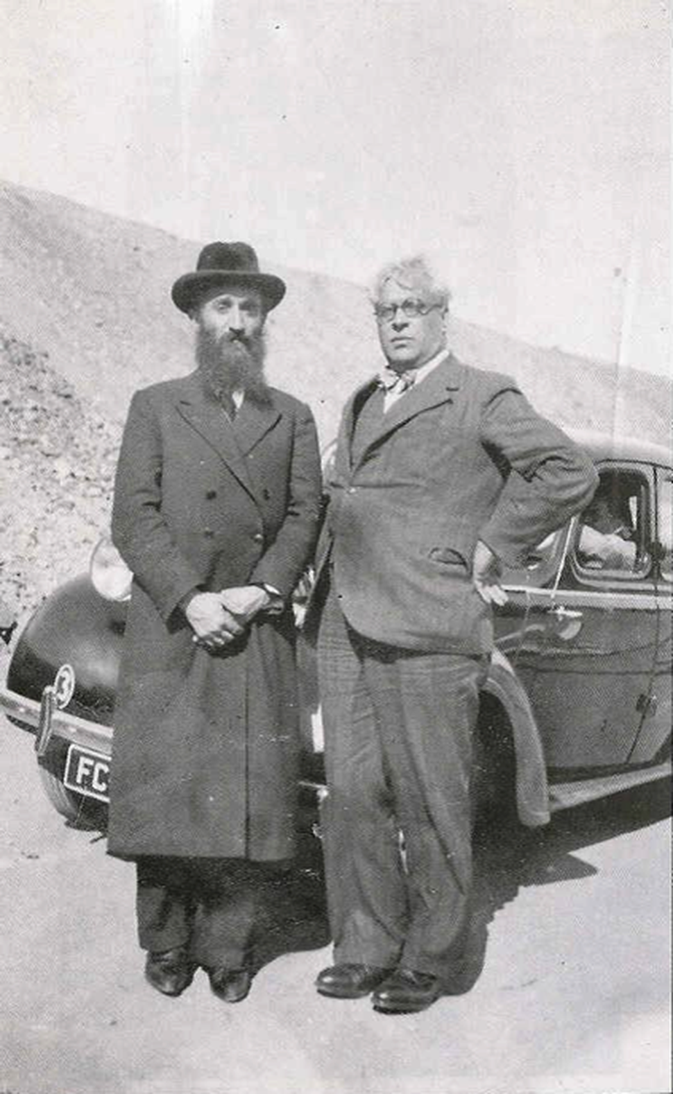 (Courtesy of the Sousa Mendes Foundation) Refugee advocate Rabbi Chaim Kruger, left, with Consul General Aristides de Sousa Mendes of Portugal in 1940.
