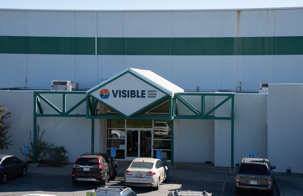 (Francisco Kjolseth | The Salt Lake Tribune) Departemen Kesehatan Salt Lake County telah memberikan daftar bisnis yang mengalami wabah COVID-19 di tempat kerja, termasuk Manajemen Rantai Pasokan Terlihat di Yordania Barat.