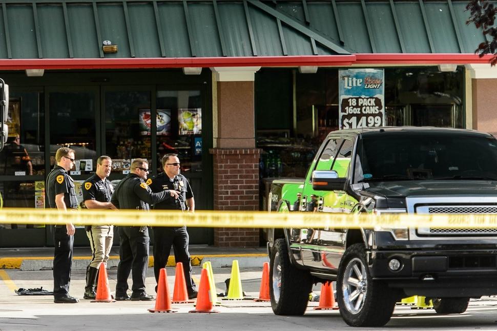 (Trent Nelson | The Salt Lake Tribune) Law enforcement at the scene of a shooting at 300 South 500 East in Salt Lake City, Thursday September 28, 2017.