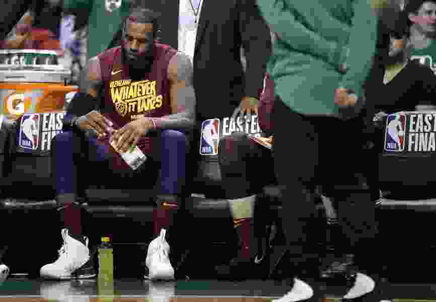 It happens every spring: LeBron forced to carry Cavaliers