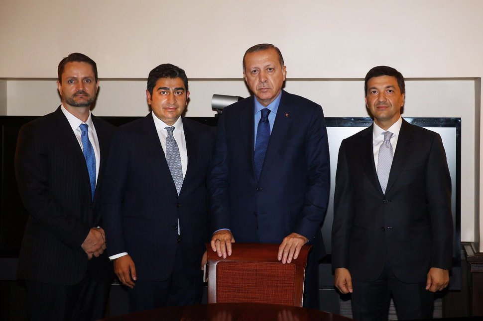 (Photo by Ihlas Haber Ajansı published with its permission.) In this September 2017 photo, Jacob Ortell Kingston, left, the chief executive of Washakie Renewable Energy, meets with Sezgin Baran Korkmaz, chief executive of SBK Holding, Turkish President Recep Tayyip Erdoğan and Caglar Sendil, the president of Mega Varlik Corporation. According to the Turkish news agency Ihlas Haber Ajansı, the four discussed Washakie and SBK's planned investments in Turkey. In August of 2018, Kingston was indicted by the U.S. Department of Justice on charges of fraud and money laundering. His brother Isaiah Kingston was indicted for money laundering.