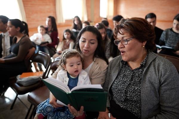 (Courtesy LDS Church) Latter-day Saints in the Plumerillo Ward in Mendoza, Argentina, sing a hymn in church.