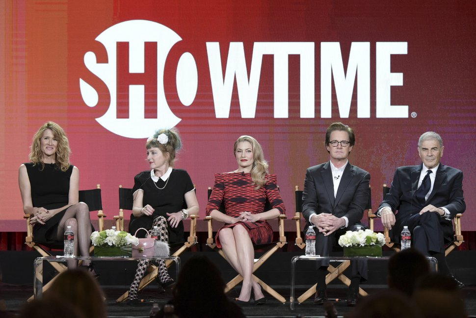 From left, Laura Dern, Kimmy Robertson, Mädchen Amick, Kyle MacLachlan and Robert Forster attend the