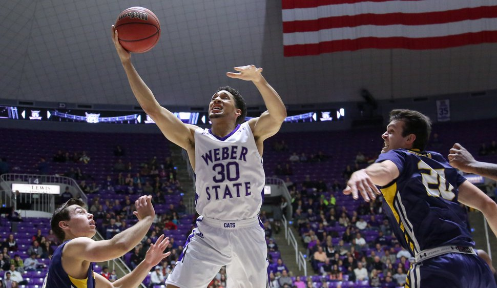 Weber State's Jeremy Senglin breaks through a pack of Northern Colorado players during an NCAA college basketball game Saturday, Jan. 9, 2016, in Ogden, Utah. Weber State defeated Northern Colorado 85-68. (Benjamin Zack/Standard-Examiner via AP)