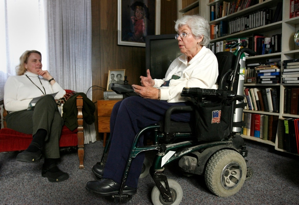 (Al Hartmann | The Salt Lake Tribune) Becky Lloyd, an interviewer for the University of Utah's Oral Histories project, left, interviews Barbara Toomer, a veteran on Feb. 25, 2006.