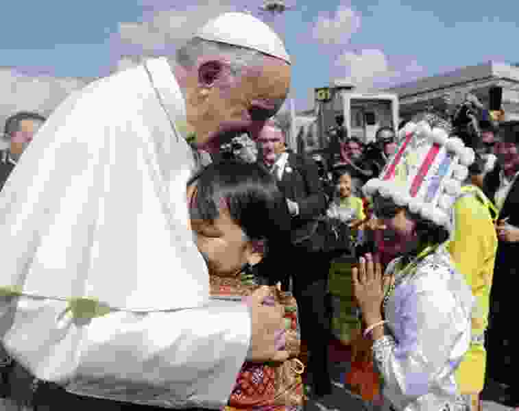 Pope Francis dives into Rohingya Muslim crisis upon arrival in Myanmar