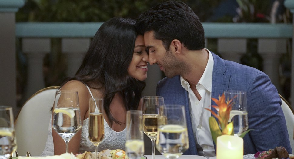 (Photo courtesy Kevin Estrada/The CW) Gina Rodriguez as Jane and Justin Baldoni as Rafael in the series finale of
