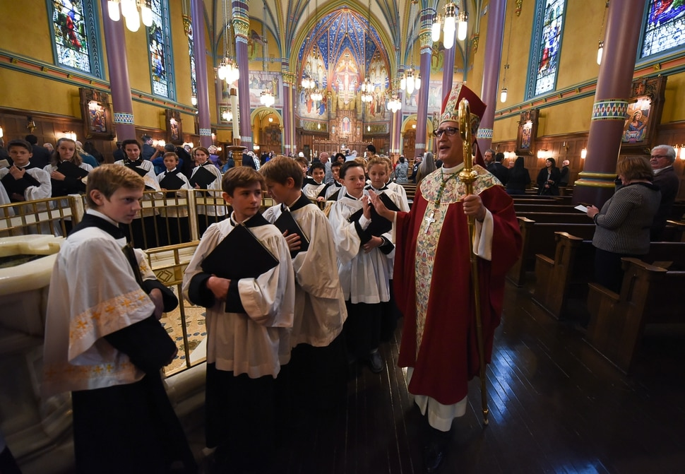 (Francisco Kjolseth | The Salt Lake Tribune) Bishop Oscar Solis presides over a mass for members of Utah's legal and criminal justice communities who were invited to participate Wednesday, Oct. 11, in a