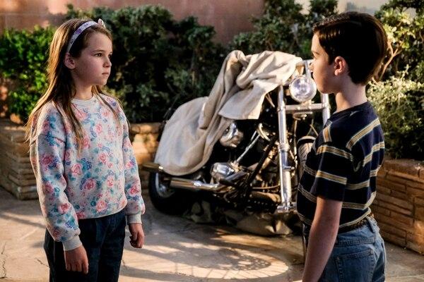 "(Photo: Darren Michaels/Warner Bros.) Twins Missy (Raegan Revord) and Sheldon (Iain Armitage) on ""Young Sheldon."""