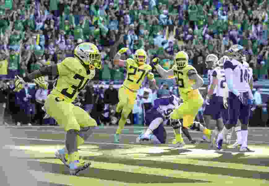 Pac-12 football roundup: No. 17 Oregon knocks off No. 7 Washington, 30-27 in overtime