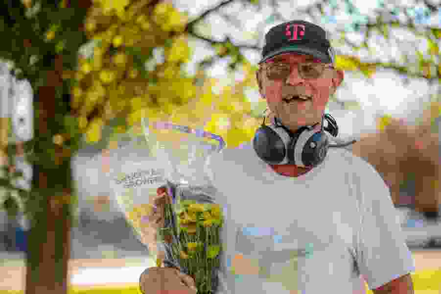 Robert Gehrke: Friends are rallying to help Dave The Flower Guy, they shouldn't have to