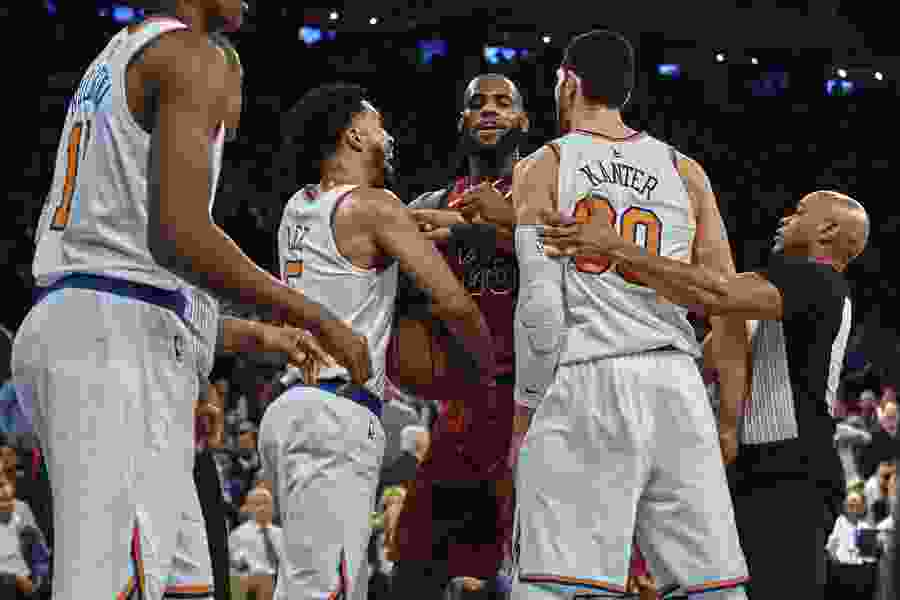 NBA roundup: James, Korver lead Cavs' charge in 4th to top Knicks 104-101
