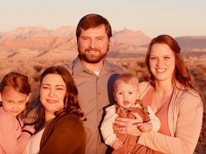 """(Photo courtesy of TLC) The Winder family — Sadie, Tami, Colton, Ephraim and Sophie — in """"Seeking Sister Wife."""""""