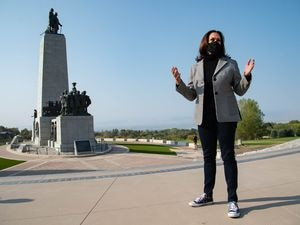 """(Francisco Kjolseth     The Salt Lake Tribune) Democratic vice presidential candidate Sen. Kamala Harris, D-Calif., makes a brief """"cultural stop"""" to This Is The Place Heritage Park on Saturday, Oct. 3, 2020, as she arrives early to Salt Lake City in anticipation of her upcoming vice presidential debate next week."""
