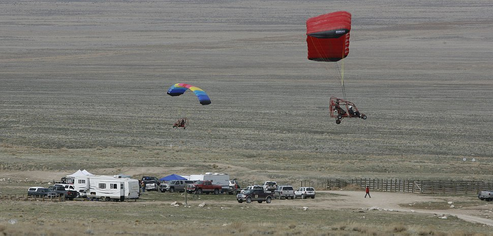 (Scott Sommerdorf | Tribune file photo) Ultralight pilots prepare to land near the command post Saturday, April 10, 2010, as searchers scoured Utah's West Desert for signs of Susan Powell.