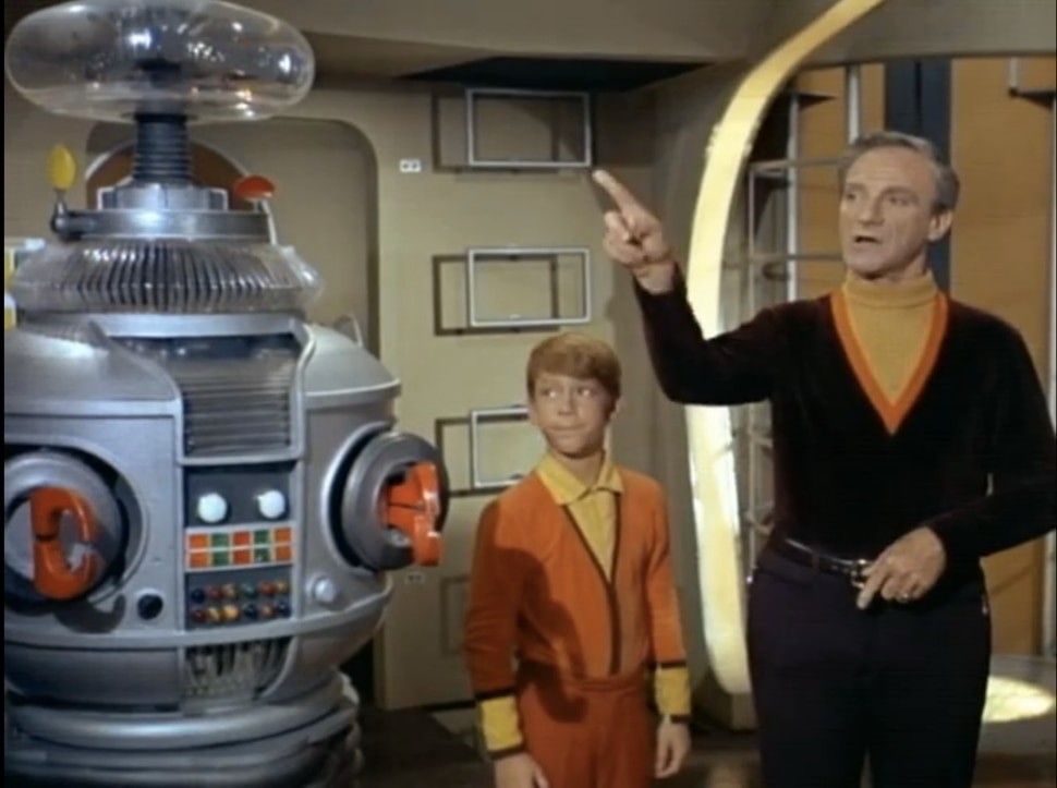 Resultado de imagem para lost in space 2018 parker posey and the robot