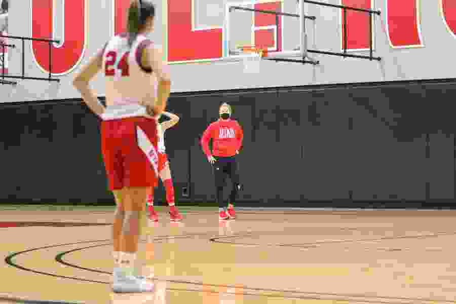 Lynne Roberts rolling with any, all COVID-19 matters as Utah women open hoops practice