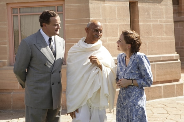 (Kerry Monteen   Pathe/IFC Films) Lord Mountbatten (Hugh Bonneville, left) and his wife, Lady Edwina (Gillian Anderson, right) consult with Mahatma Gandhi (Neeraj Kabi) during preparations for India's independence, in the drama
