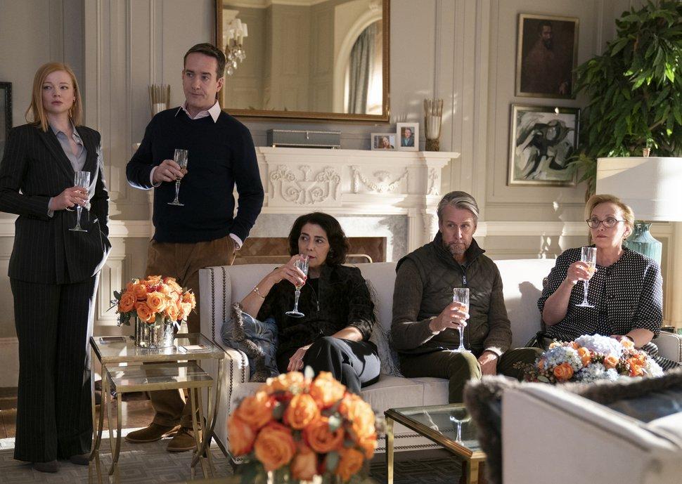 (Peter Kramer   HBO via AP) Sarah Snook, left, Matthew Macfadyen, Hiam Abbass, Alan Ruck, and J. Smith-Cameron in a scene from