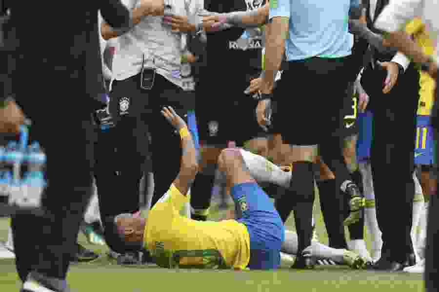 Once a critic, now Brazil coach defends Neymar amid flopping charges